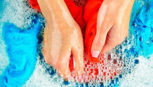 Você sabe lavar suas roupas esportivas? Confira esse passo a passo!