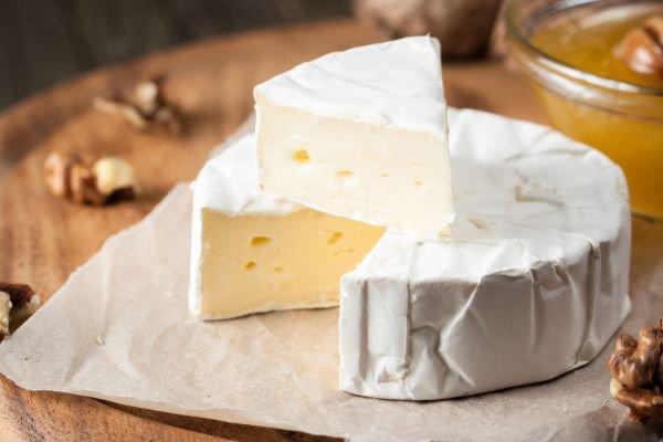 tábua de queijos brie