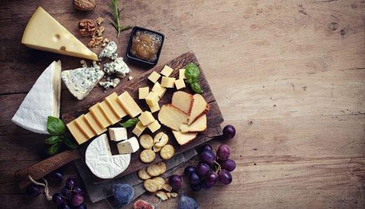 Sirva uma tábua de queijos incrível para seus convidados
