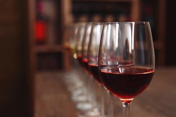932e19a48 Qual é a taça de vinho que devo usar