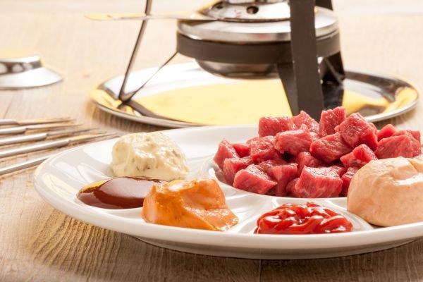 comer fondue vinhos - carne