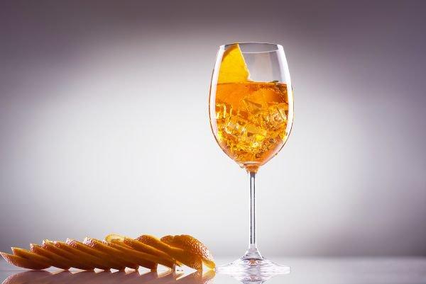 O que aperol confira 4 receitas de drinks com ele for Bicchiere da spritz