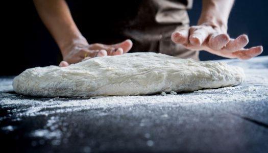Dia da pizza: Aprenda a fazer uma massa caseira incrível