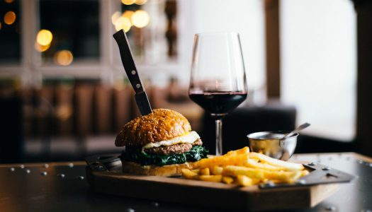 É possível fazer a harmonização de hambúrguer com vinho?