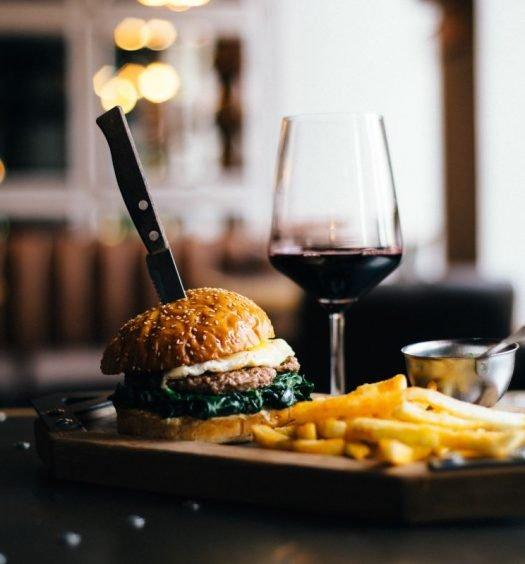 hambúrguer com vinho capa