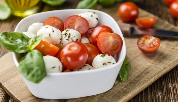 saladas para acompanhar o churrasco - tomatinhos