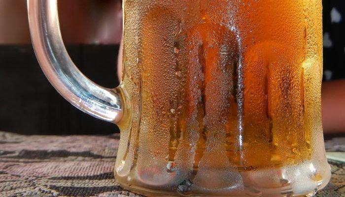 mitos e verdades sobre a cerveja - copo gelado