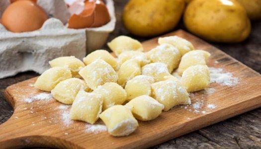 [Receita] Nhoque recheado com queijo mussarela, calabresa e manjericão