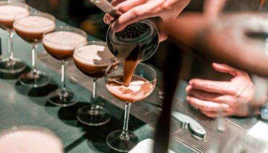 Dia de Barman: Faça essas receitas deliciosas de drinks com café