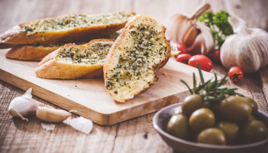 Ele não pode faltar: 5 tipos de pão de alho para seu churrasco