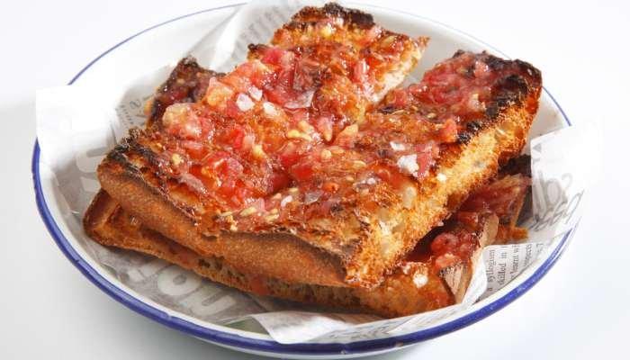 tipos de pão de alho - pão de alho com tomate