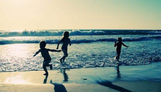 5 cuidados para curtir a praia com crianças