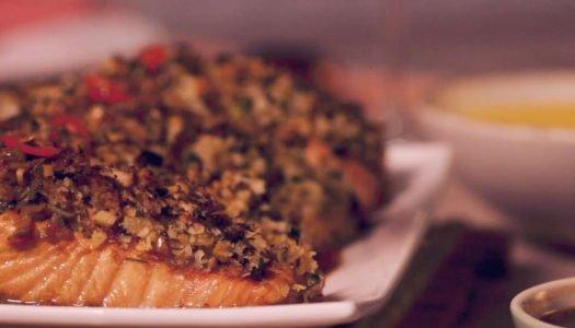 [Receita] Salmão Tai em crosta de shimeji , purê de mandioquinha e palmito pupunha grelhado