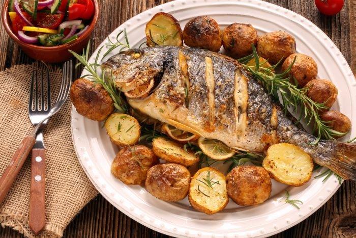 carne de peixe assada
