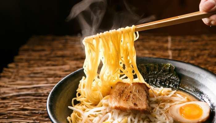 o que é lamen - imagem degustação do prato