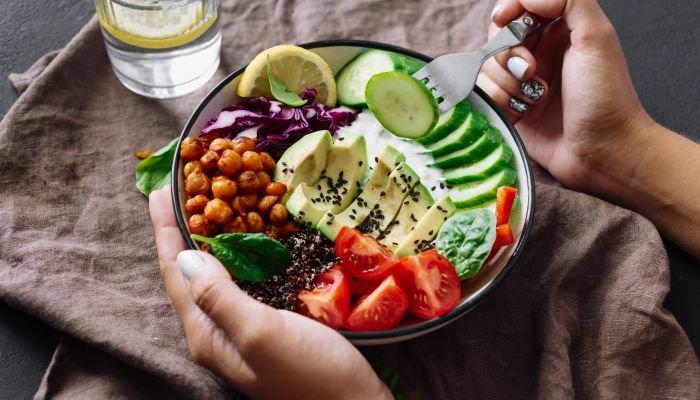 prato colorido refeição