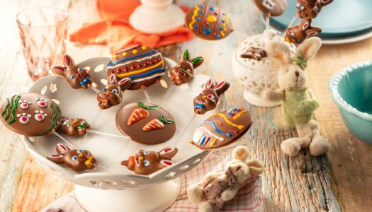 [Receita] Pirulitos de chocolate decorados com glacê colorido