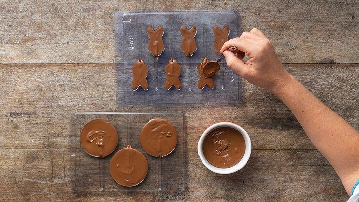 Passo 2 - pirulitos de chocolate