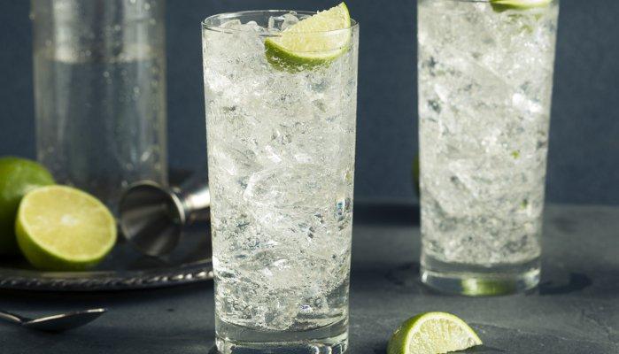drinks com água tônica - vodka tônica