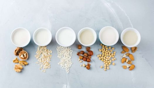 Aprenda a fazer 8 receitas de leites vegetais