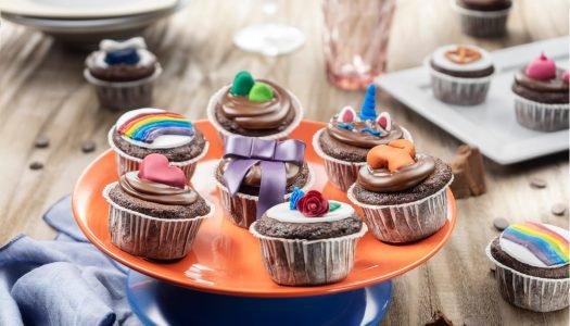 [Receita] Cupcakes de brigadeiro decorados com pasta americana colorida