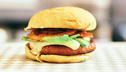 Conheça o Hambúrguer vegetal: tem cara e gosto de carne, mas não é!