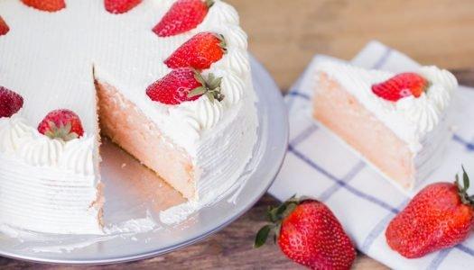 bolo de morango de aniversário