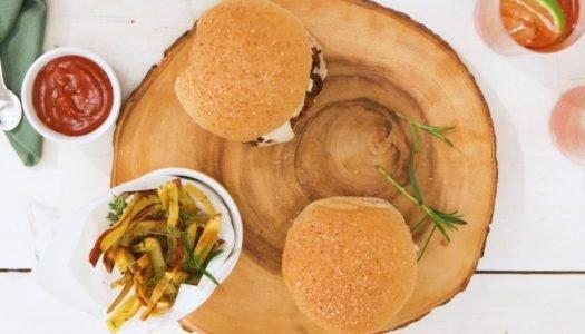 Receita de hambúrguer vegetal com molho de queijo vegano