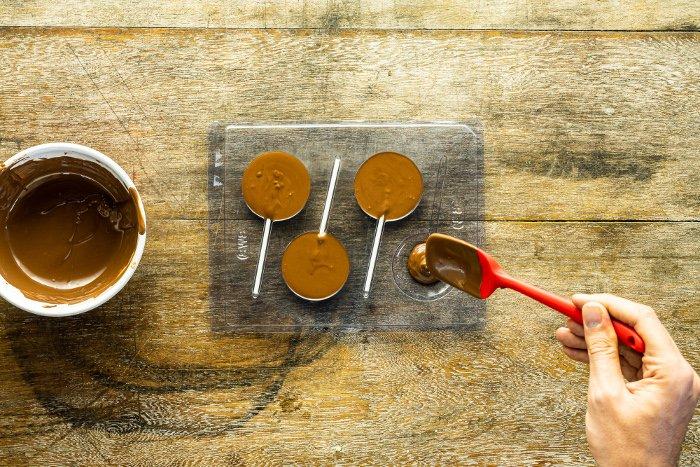 passo 2 pirulito de chocolate