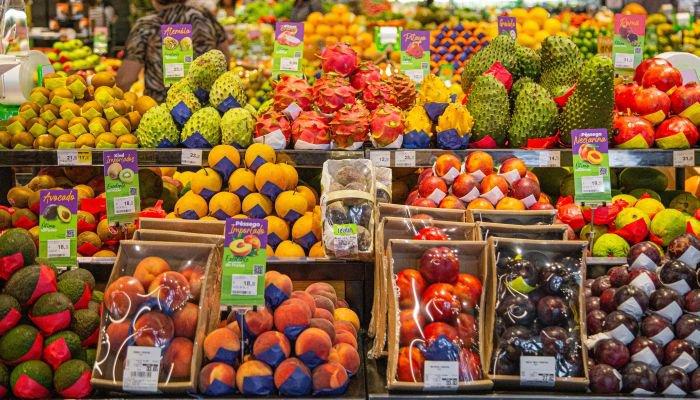 reinauguração de lojas frutas
