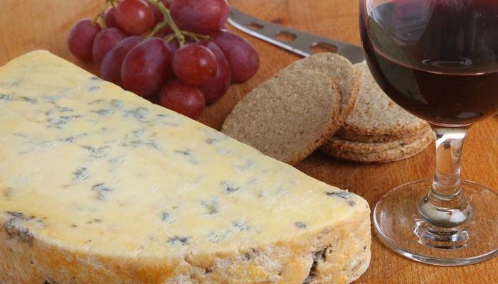 como beber vinho do porto queijo