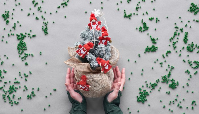 decoração de natal sustentável árvore mão