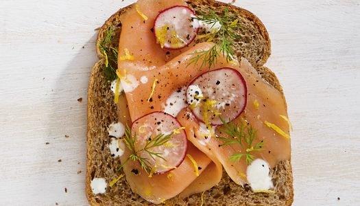 [Receita] Tartine de salmão defumado