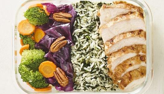 [Receita] Marmita de arroz verde com peito de frango