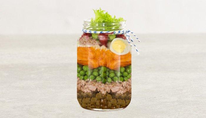 Salada com lentilha no pote
