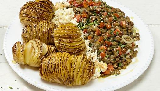 [Receita] Lentilha com batatas assadas e ricota defumada