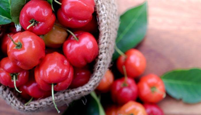 frutas cítricas acerola