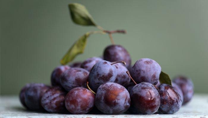 frutas cítricas ameixa