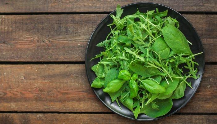 alimentos ricos em potássio folhas verdes
