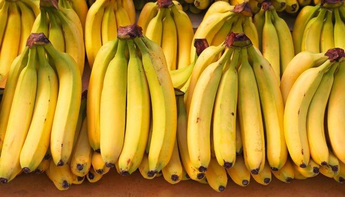 benefícios da banana cachos
