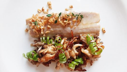 [Receita] Filet de Sororoca, shimeji com manteiga de alho e molho de mel